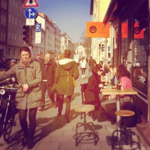 Die Münchner Türkenstraße pulsiert