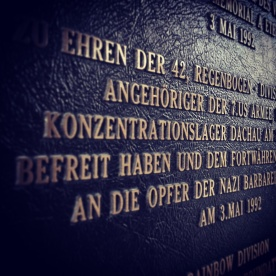 """""""Arbeit macht frei"""" – das Tor zum Dachauer KZ"""